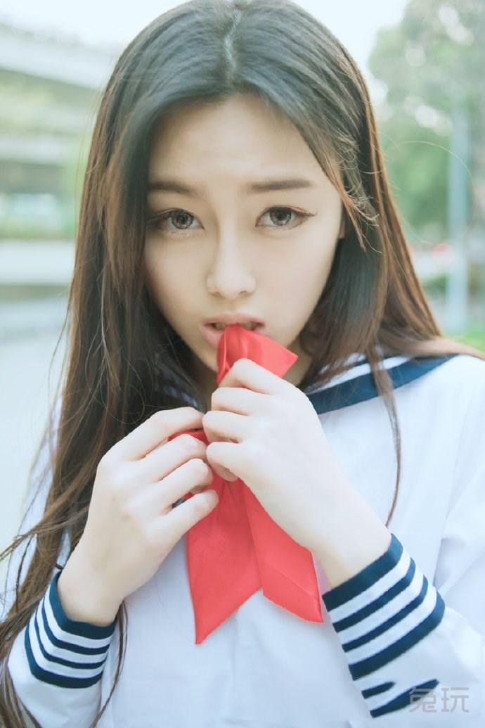 可爱女生上花园中羞涩写真 日本街头实拍学生妹(7)