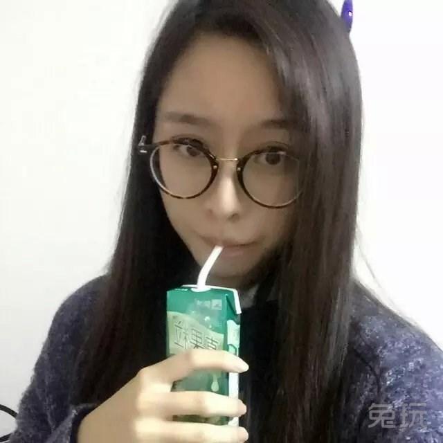 dnf玩家自爆生活照:素颜眼镜萌娘美美哒