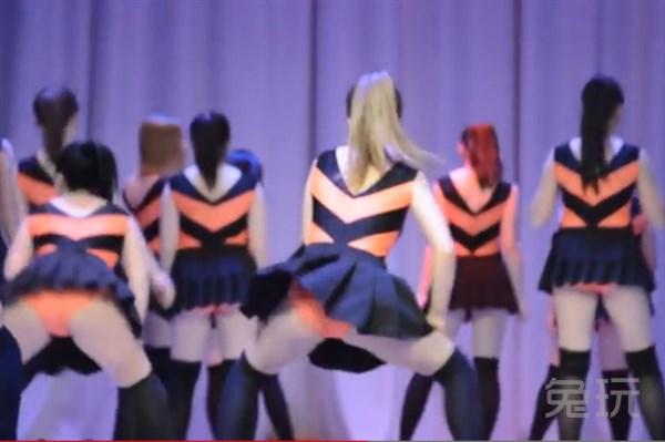 俄罗斯美女二战纪念碑前跳电臀舞