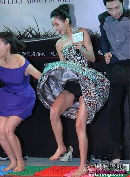 王思聪机场携众美女出游