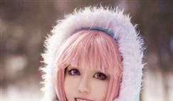 LOL冰霜烈焰安妮:皑皑白雪中的美丽精灵