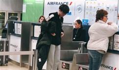 行李箱都跟李哥作对?机场托运行李却掉了轮子