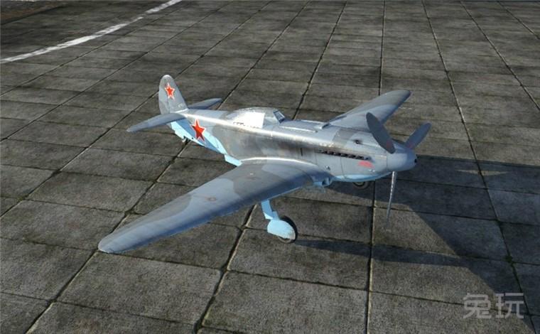 战争雷霆中苏联的飞机苏系雅克-9U战斗机,作为苏联雅克线4级第一架飞机除了在纸面数据上比之前的3级飞机加强了一些,本身玩法并没有太大的变化,继承了雅克系飞机良好的加速性能和火力配置,1门20毫米机炮和2挺12.7毫米的机枪,作为过渡机型显得中规中矩,对这架飞机有兴趣的玩家可以入手!    苏联雅克-9U战斗机   基本属性完全属性   最大速度:651千米/小时   最大速度海拔:5000米   实用升限:10500米   回转时间:19.