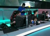 决赛第13局:满编对决 RNG击溃xyG成功吃鸡